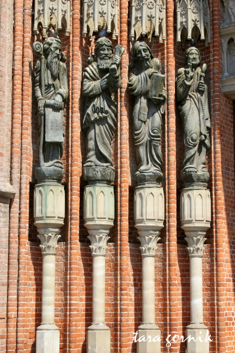 figures on cathedral